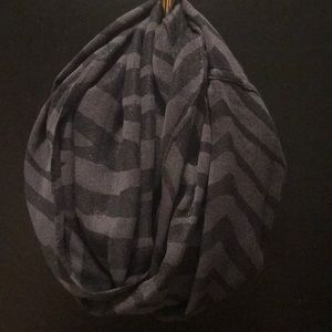 Accessories - Grey and black Infiniti scarf
